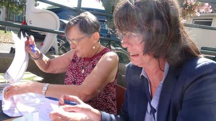 Rosine et Catherine aux prises avec les inscriptions